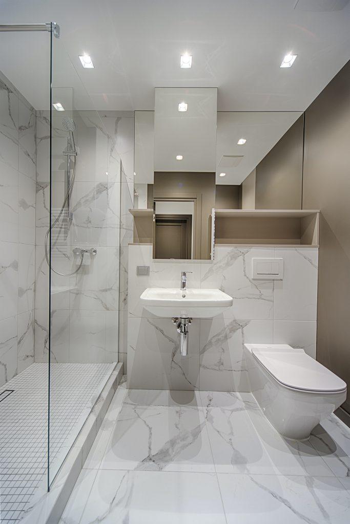 Güzel Döşeme Yapılmış Bir Banyo